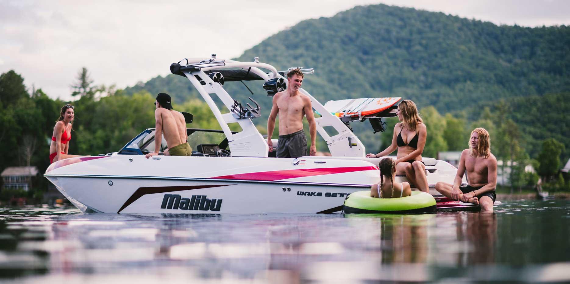 Malibu Boats 21 VLX color scheme