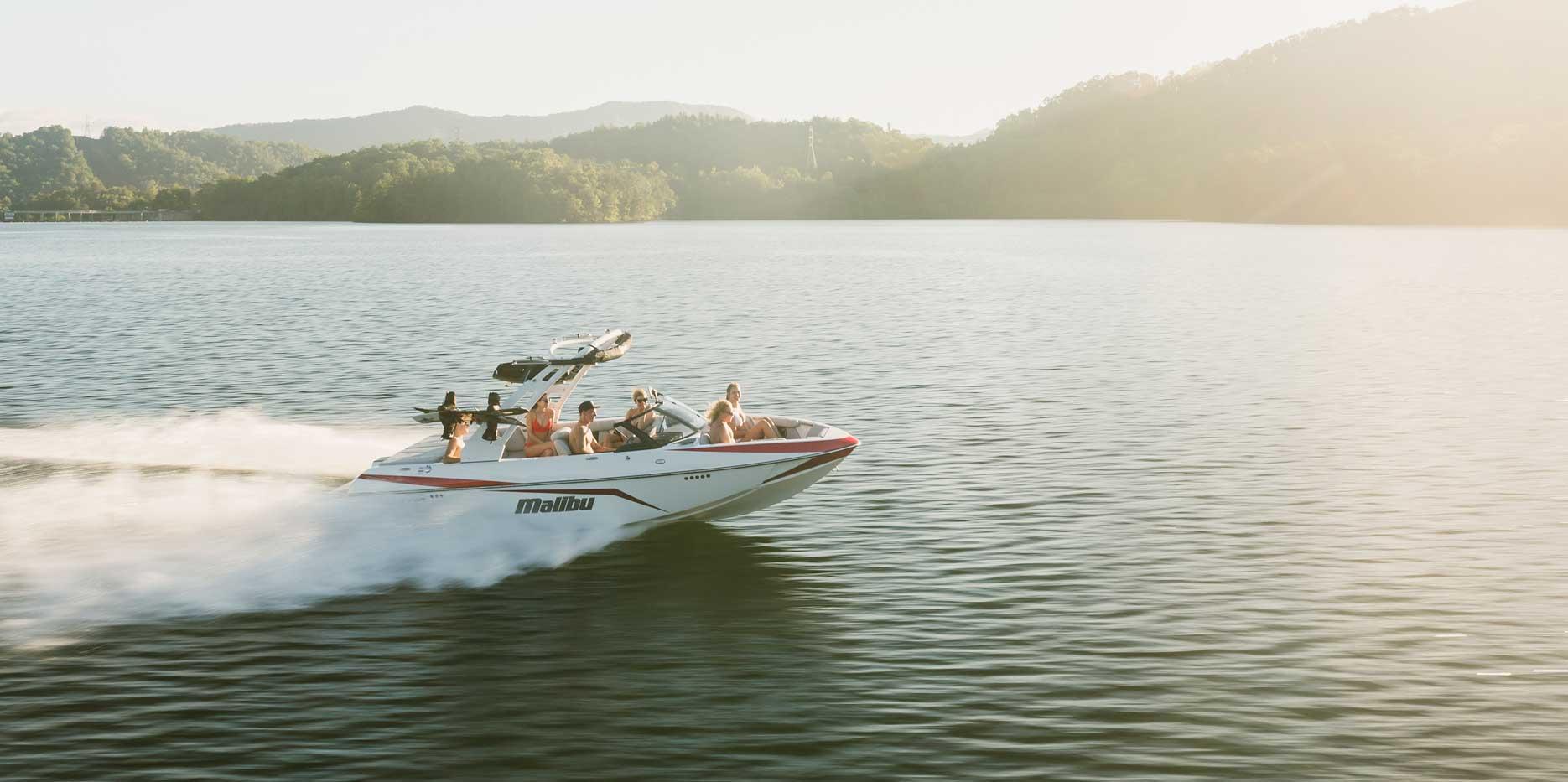 The Malibu 21 VLX  is a wakeboard, wakesurf & waterski boat.