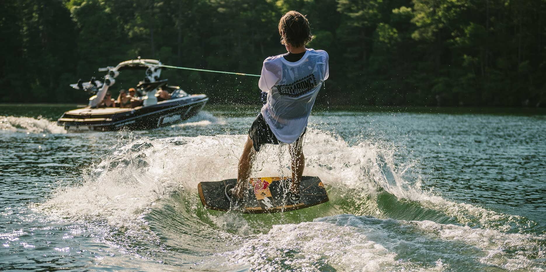 The 22 LSV is wakeboarding, wakeskating, water ski or wakesurfing ready with the touch of a button.