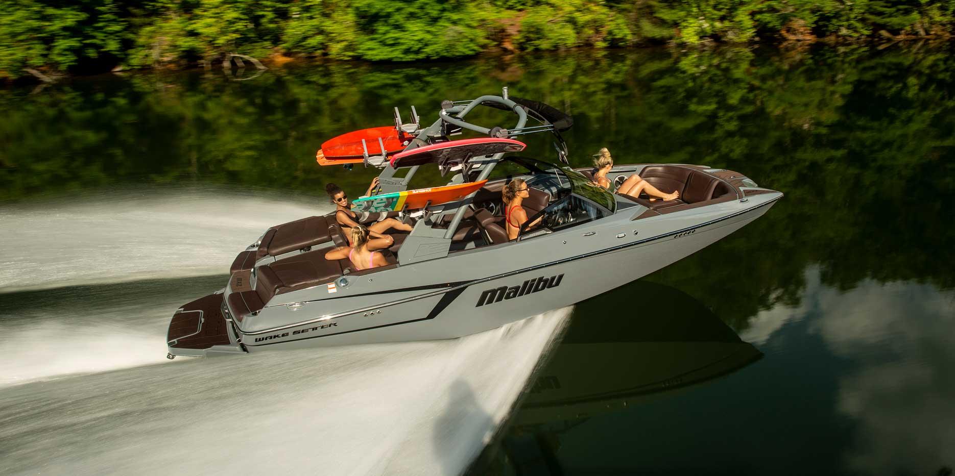 Malibu Boats 22 MXZ cruising
