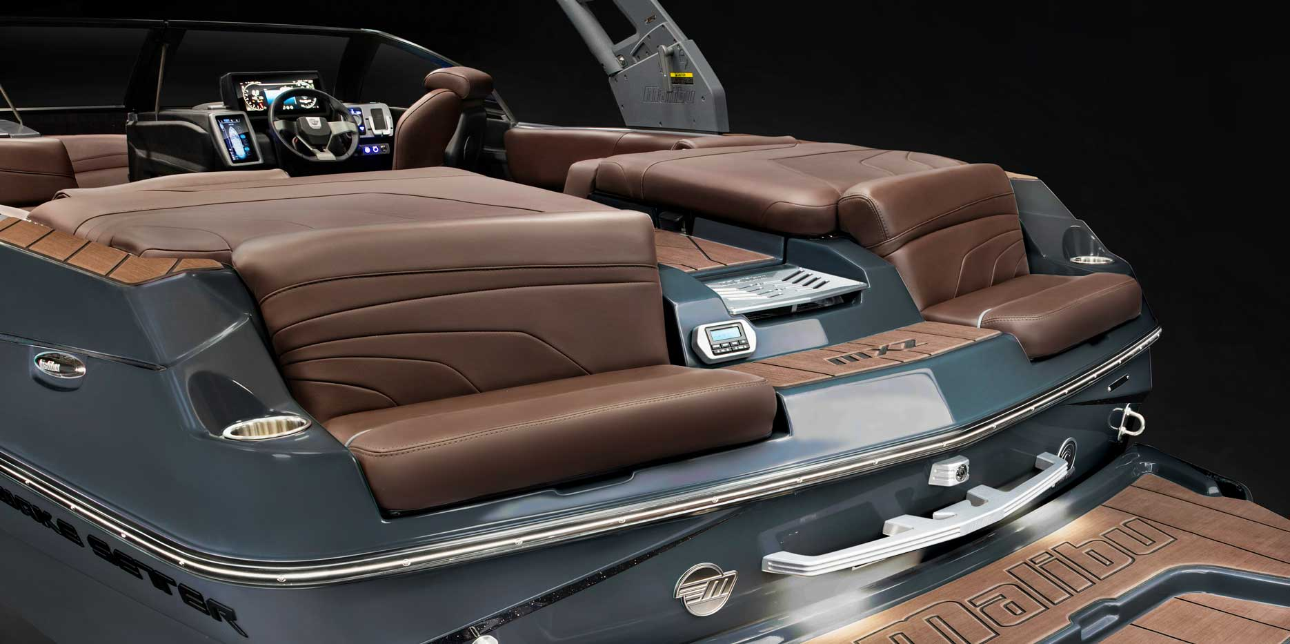 Malibu Boats 22 MXZ aft seating