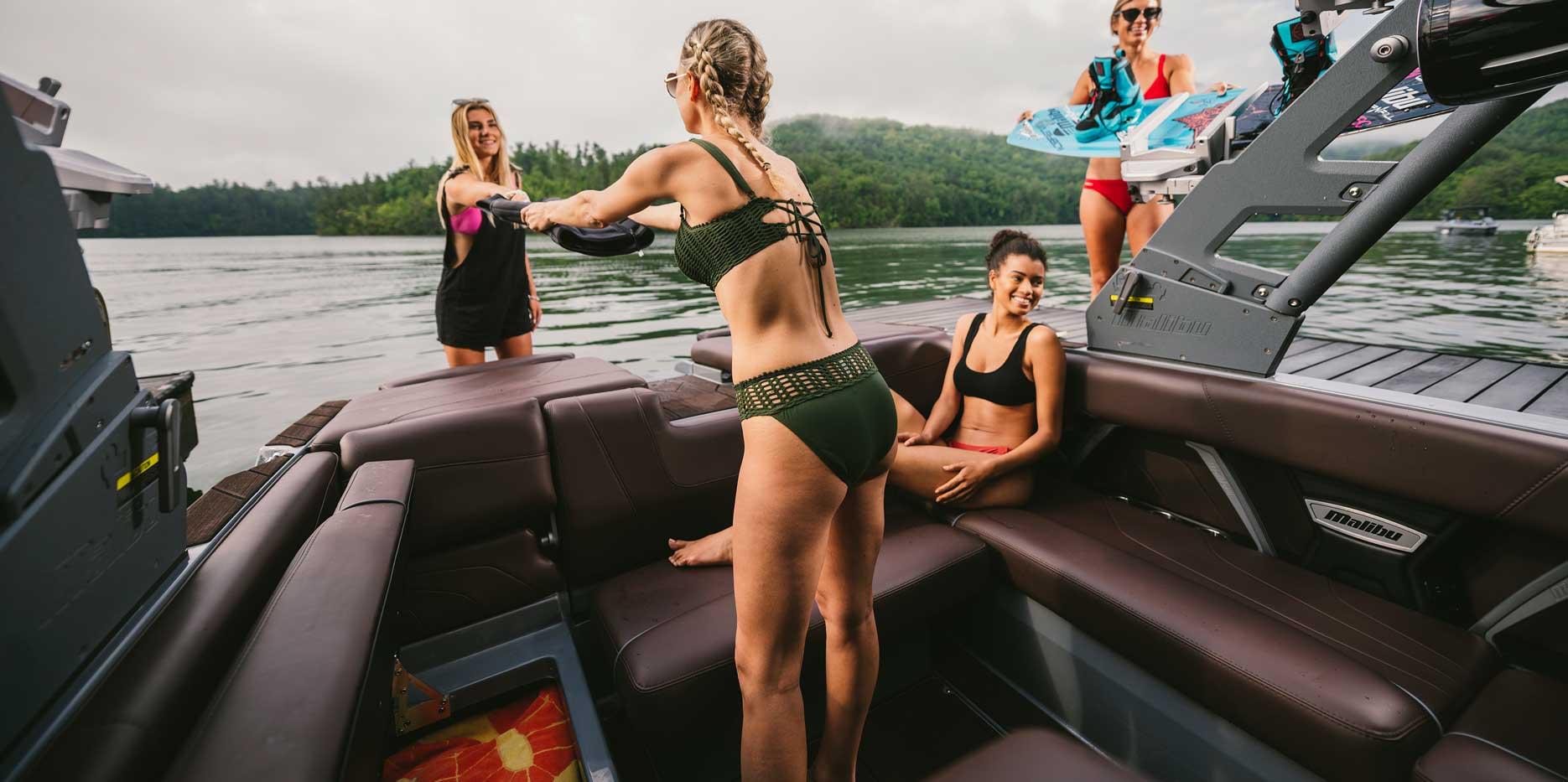 2020 Malibu Boats 22 MXZ storage