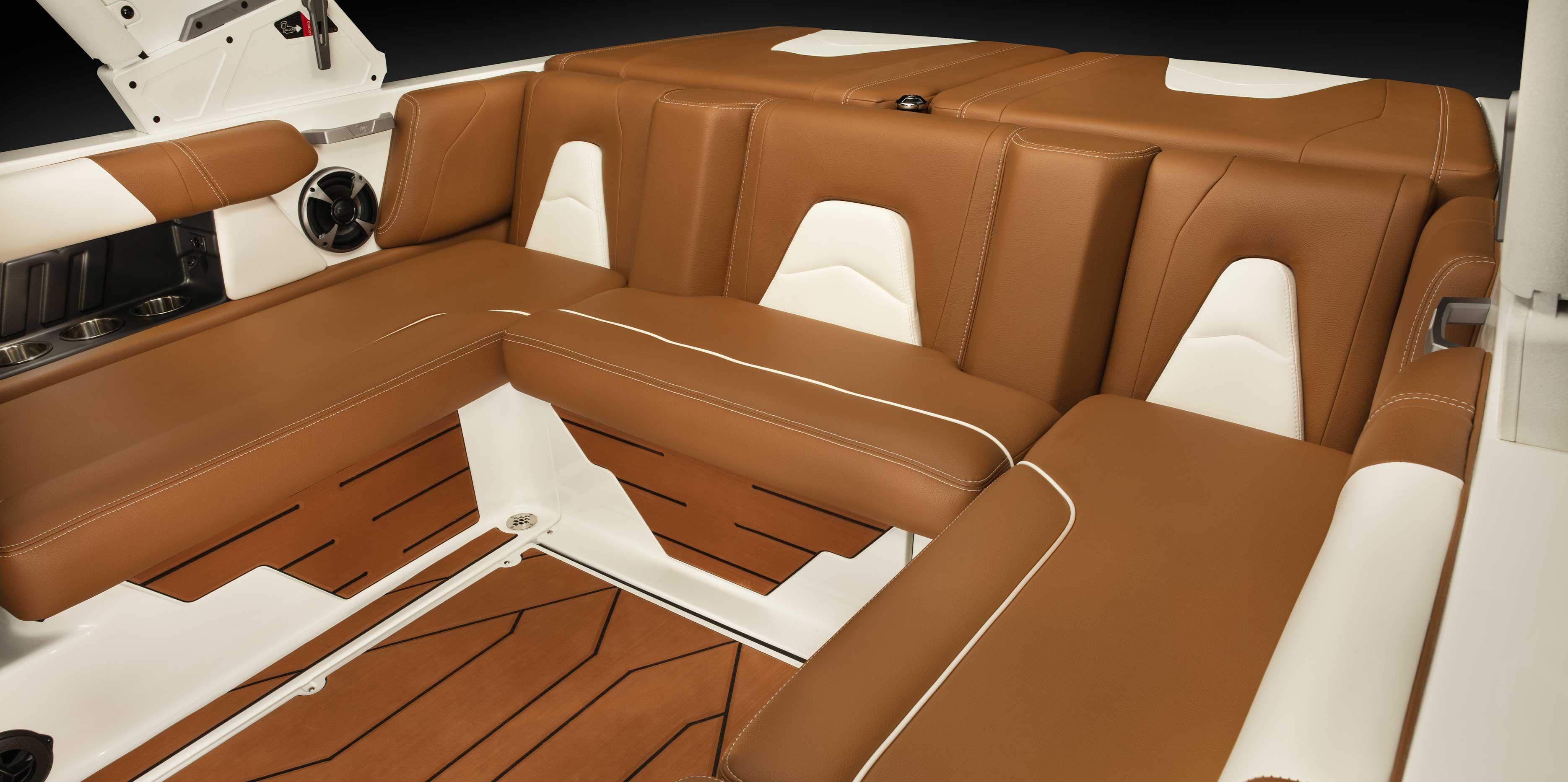 2021 Malibu Boats Wakesetter 21 VLX pylon