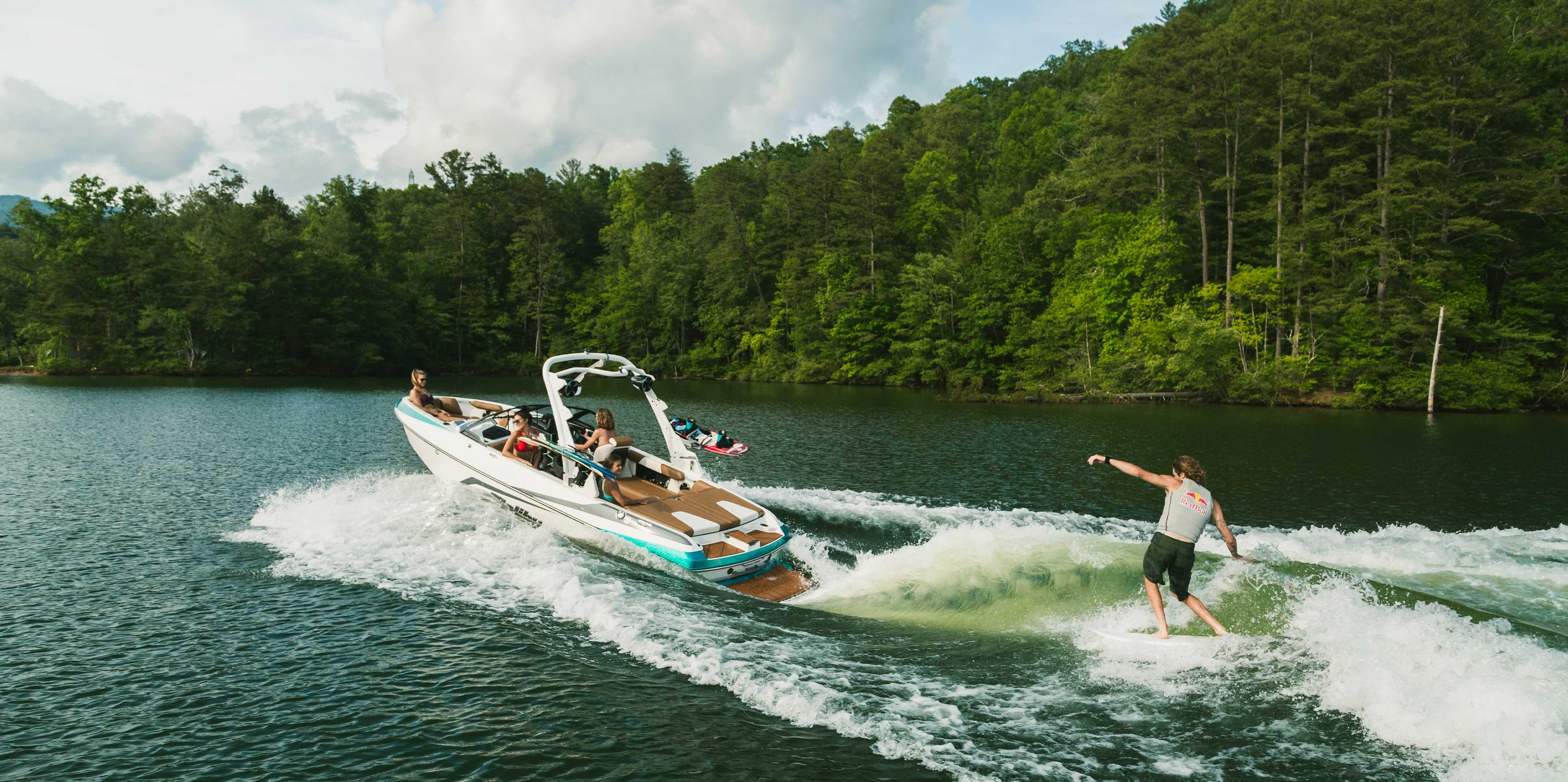 2021 Malibu Boats Wakesetter 21 VLX Wakesurfing