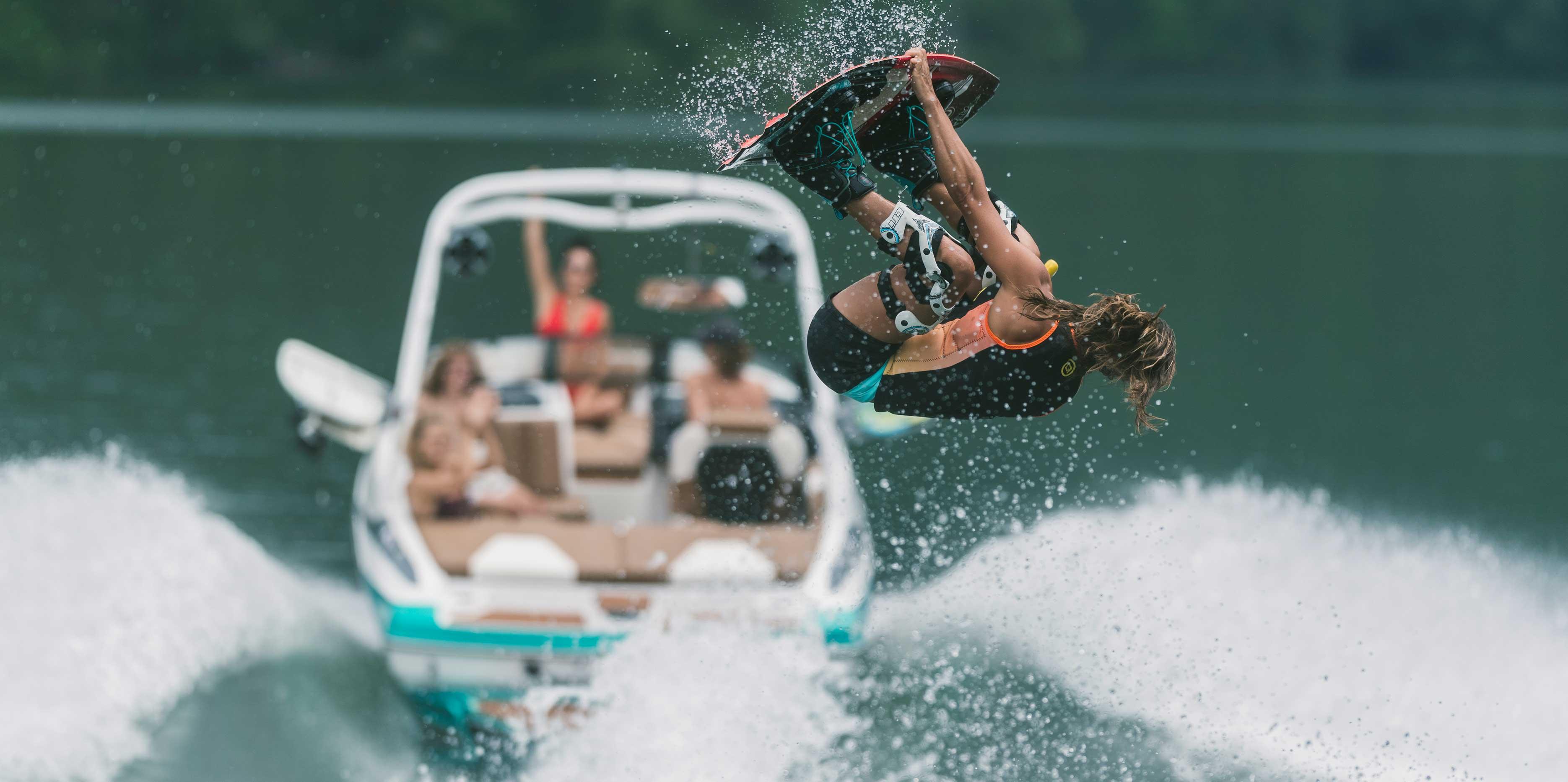 2021 Malibu Boats Wakesetter 21 VLX Wakeboarding