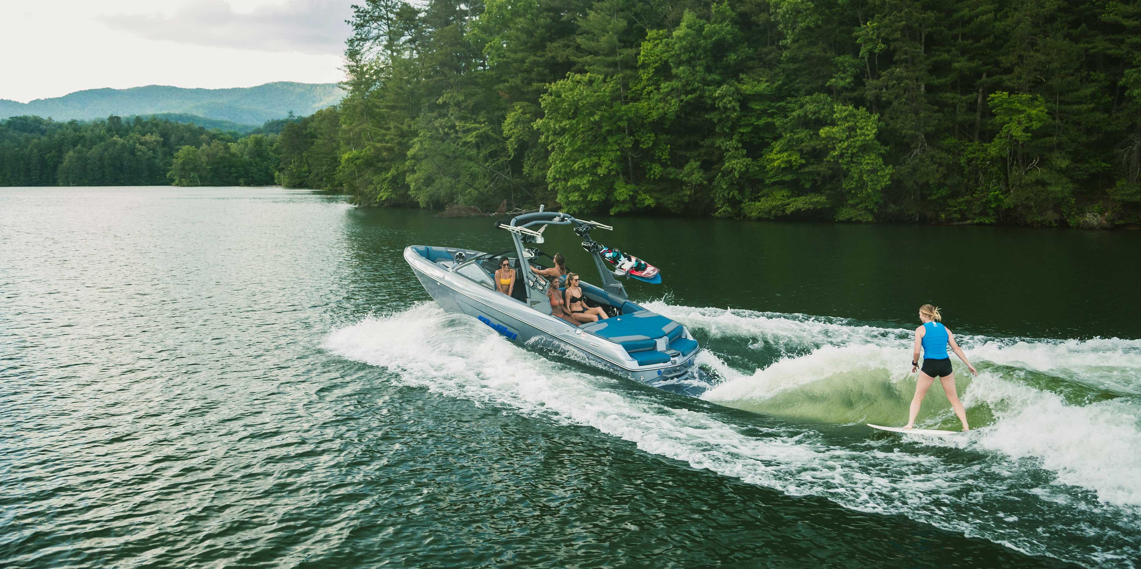 Malibu Boats 22 LSV Wakesurfing