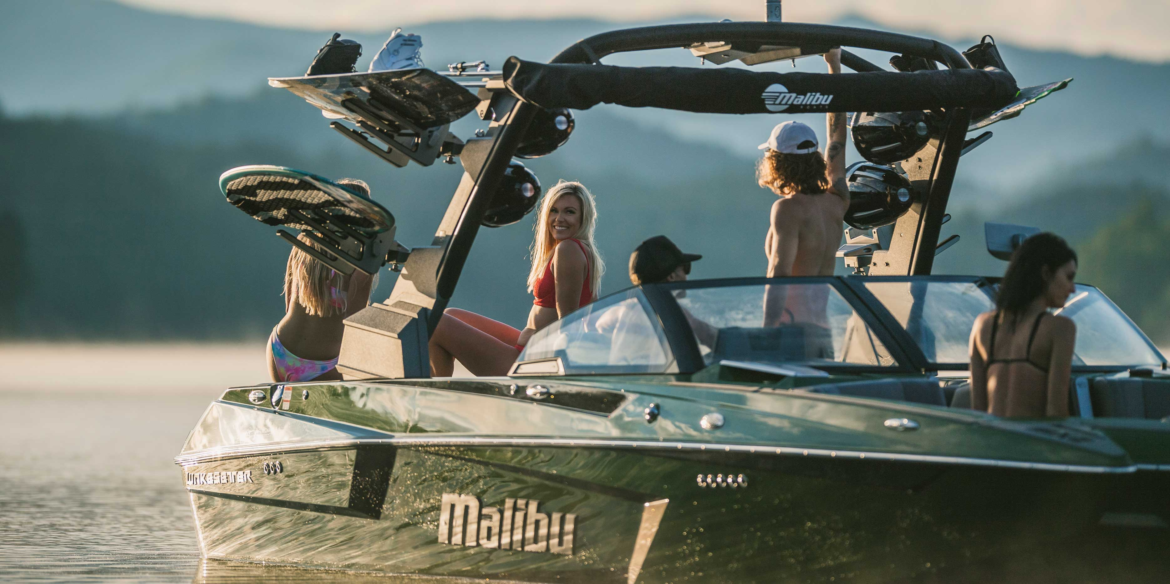 Malibu boats 23 MXZ side profile image