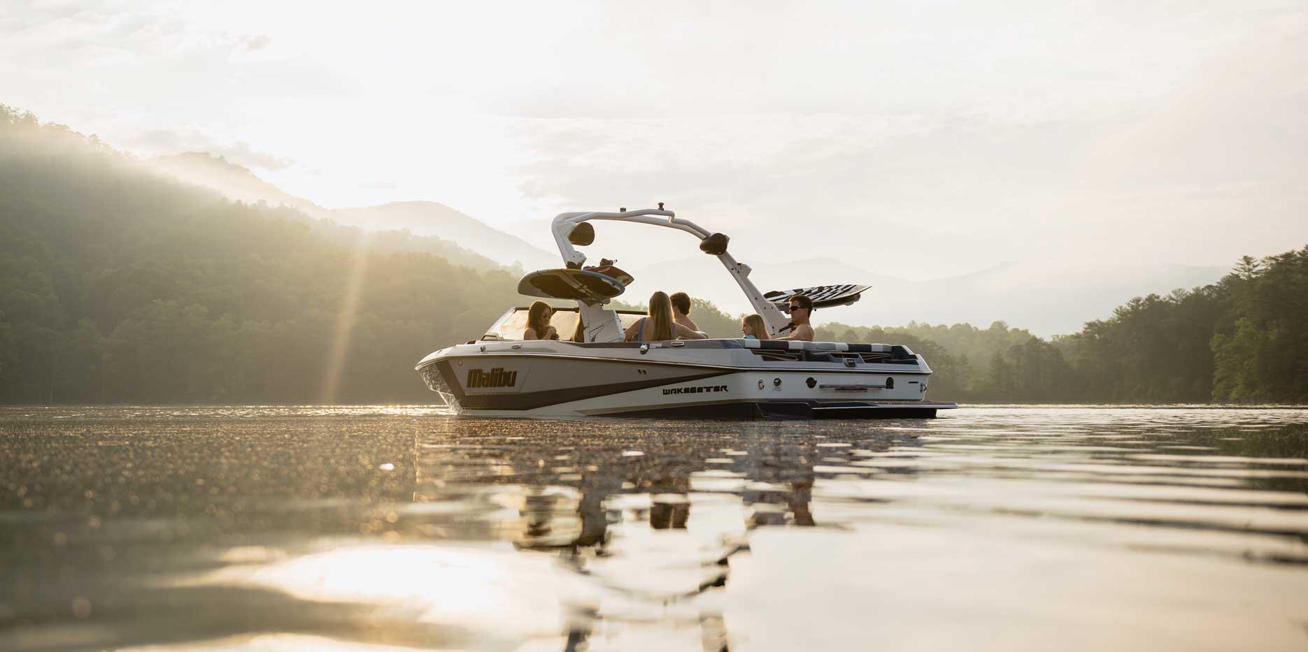 2022 Malibu Boats Wakesetter 21 LX Body Lines