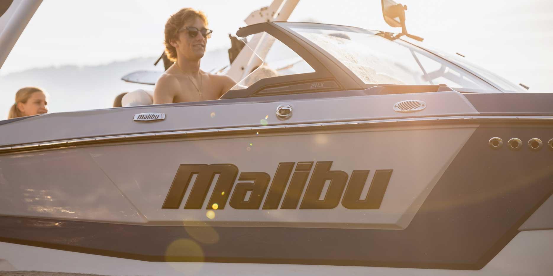 2022 Malibu Boats Wakesetter 21 LX Driving