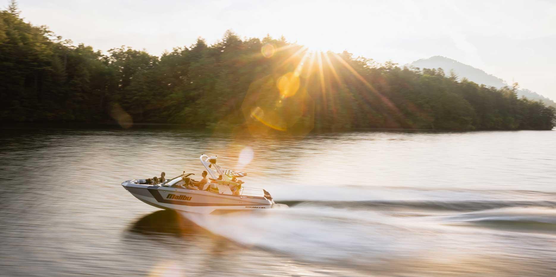 2022 Malibu Boats Wakesetter 21 LX Cruising