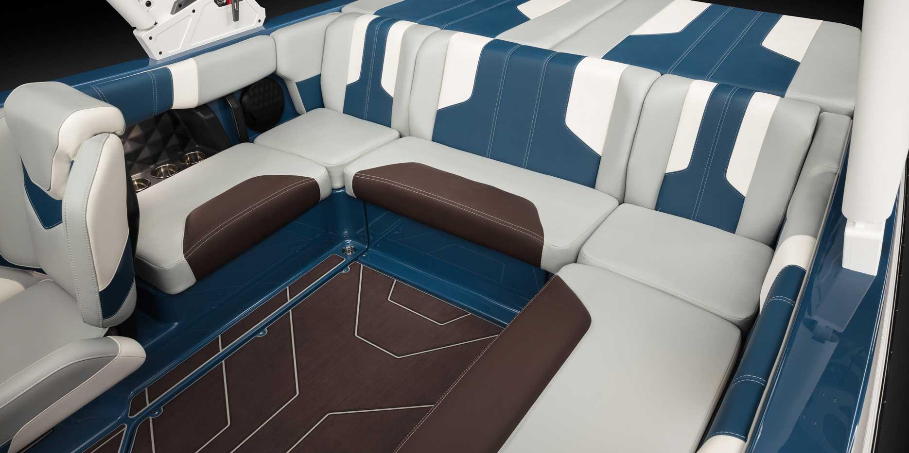 2022 Malibu Boats Wakesetter 21 LX Rear Seating