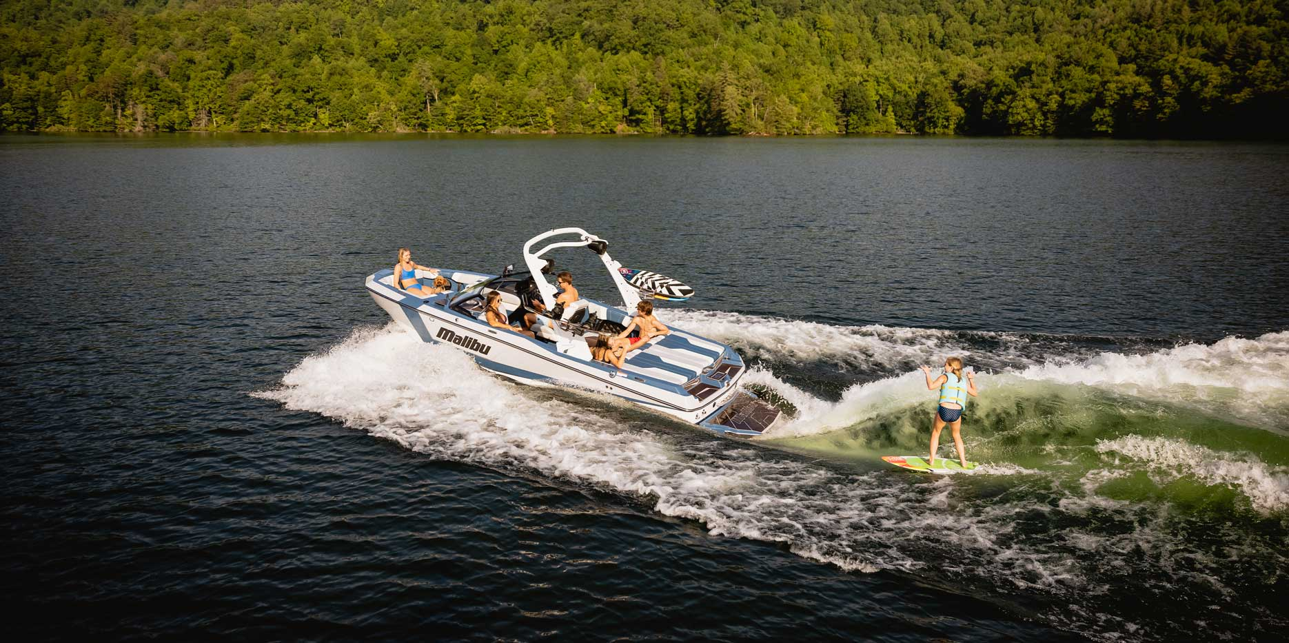 2022 Malibu Boats Wakesetter 21 LX Wakesurfing