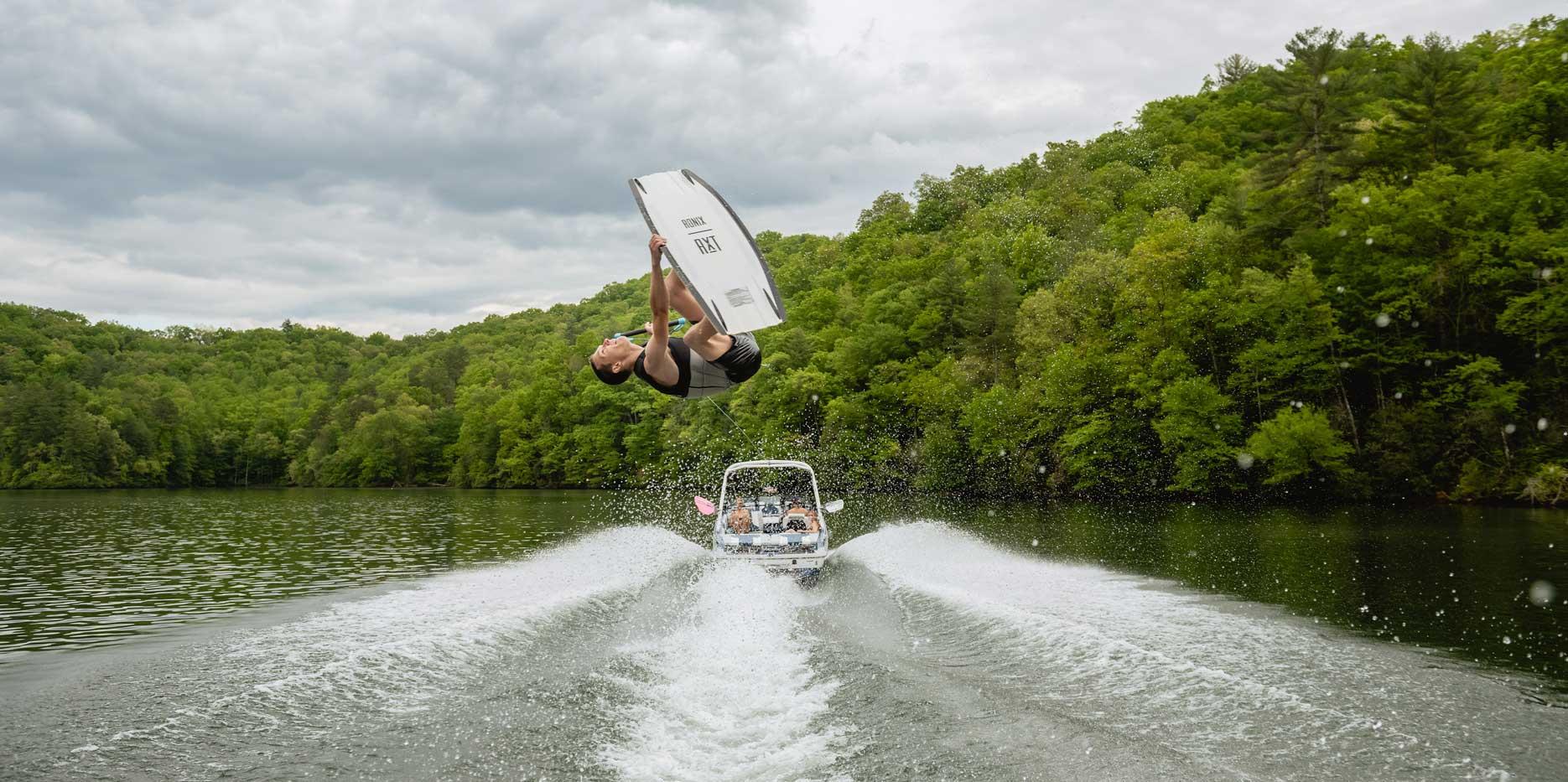 2022 Malibu Boats Wakesetter 21 LX Wakeboarding