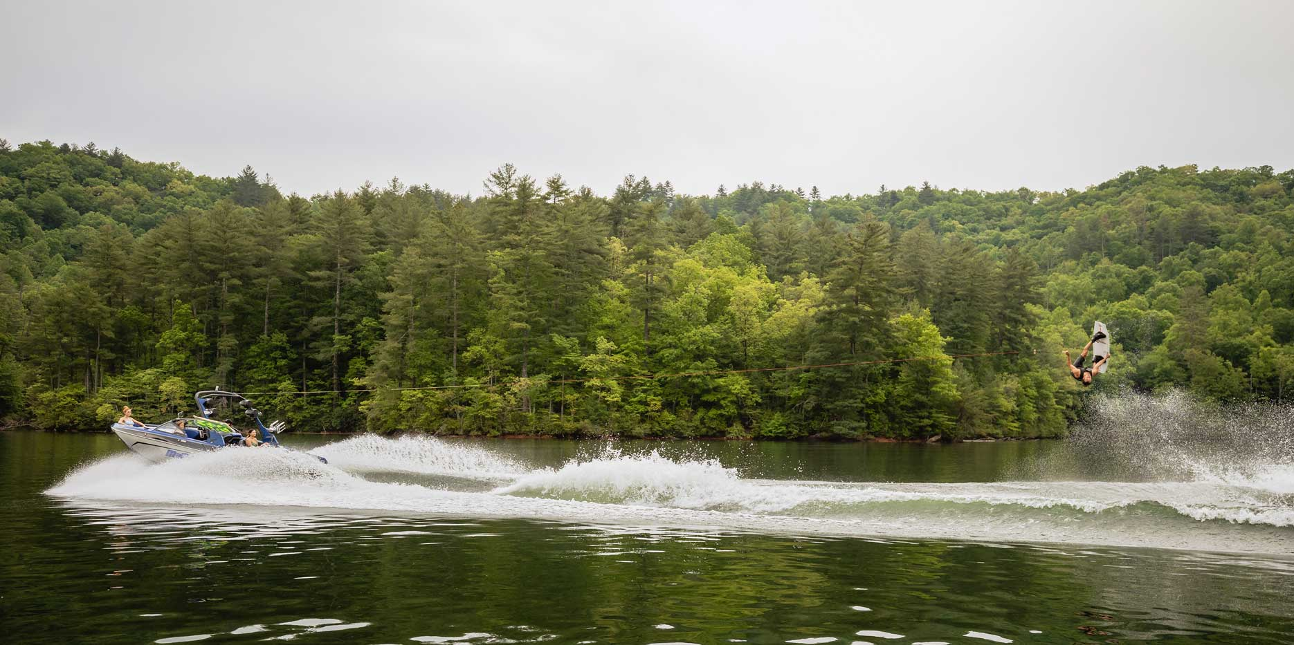 23 LSV Wakeboard Action
