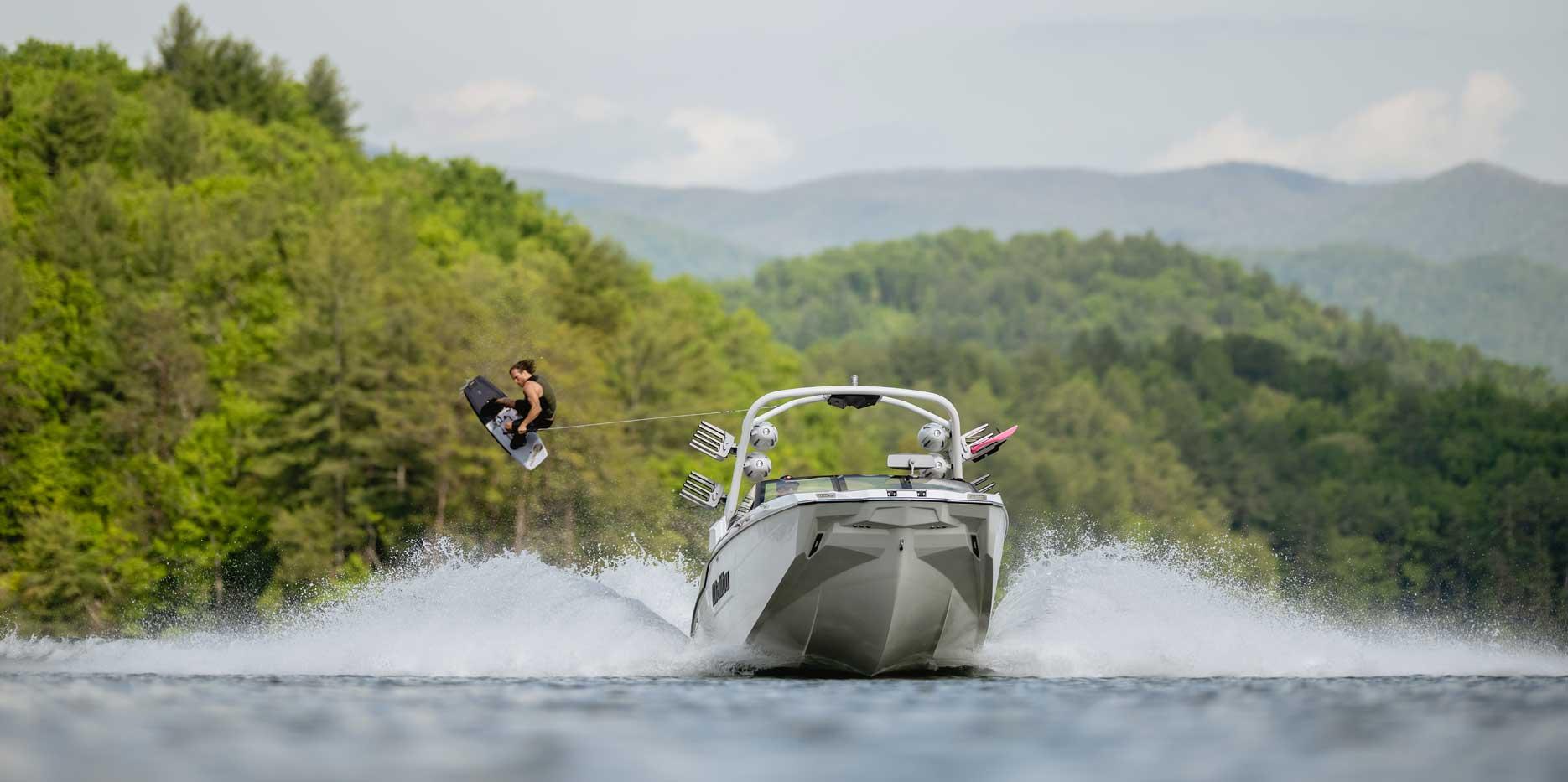 Malibu Boats M240 Wakeboarding