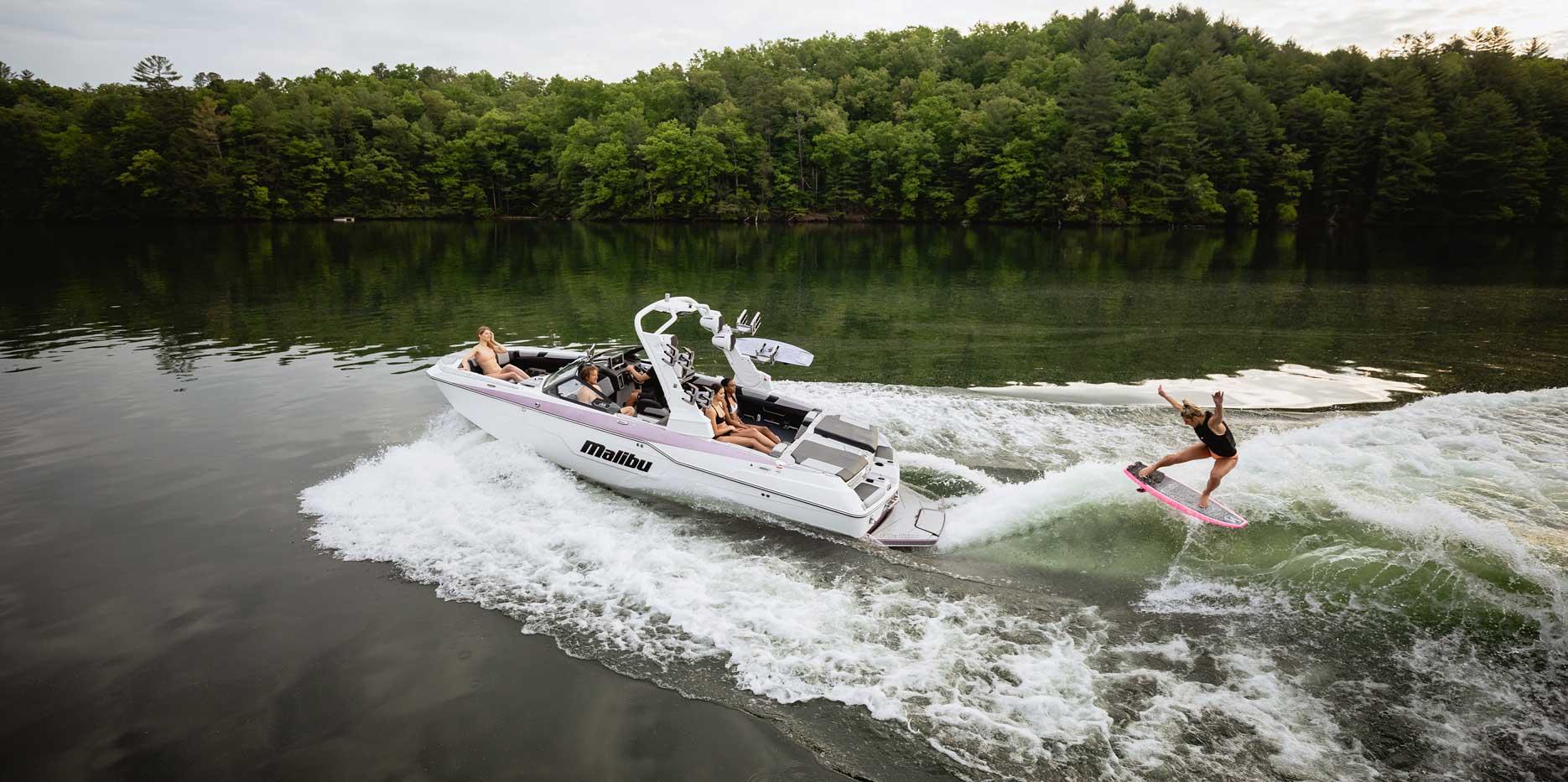 Malibu Boats M240 Wakesurfing