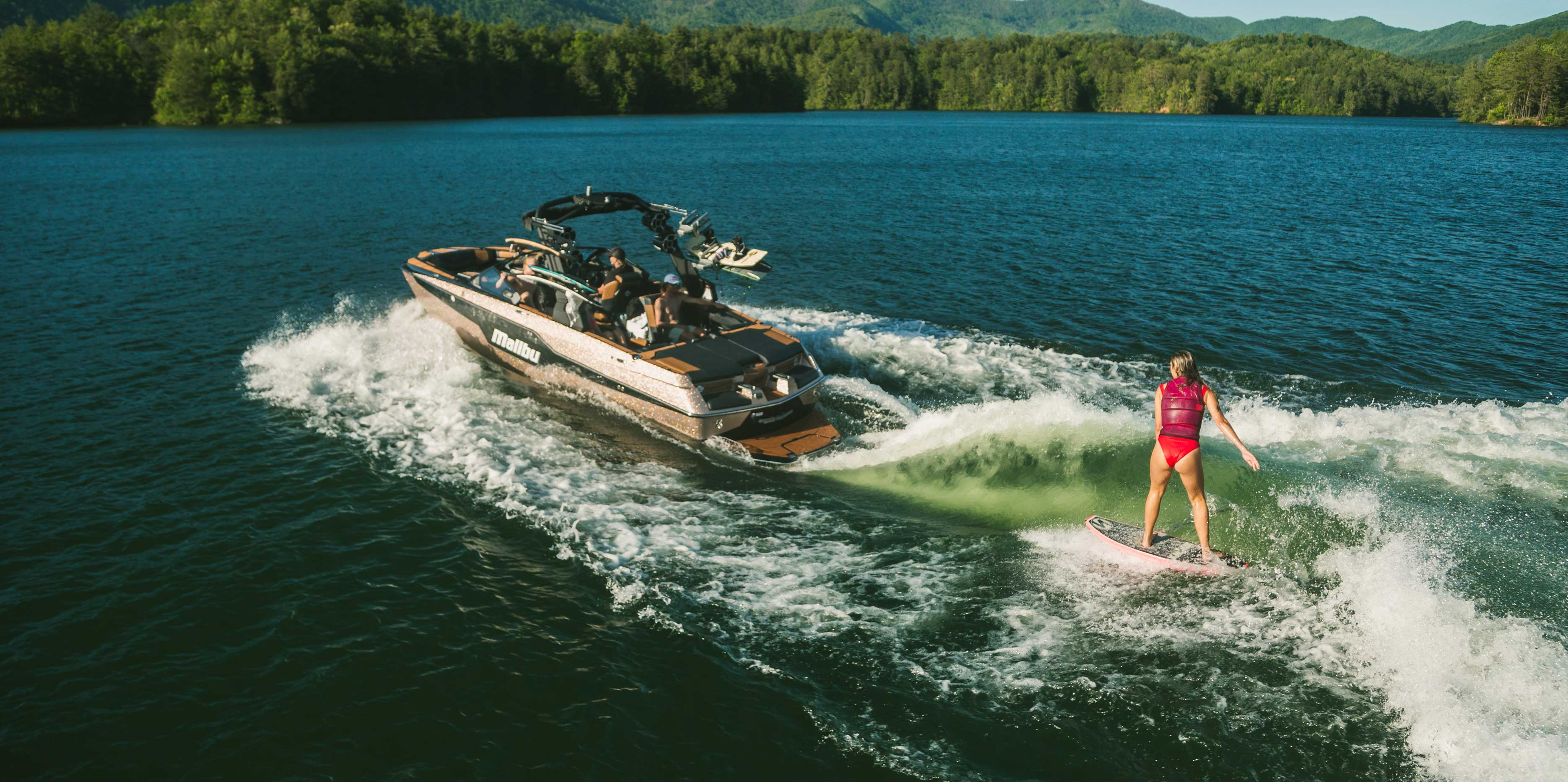 What Makes a Great Wakesurf Boat?